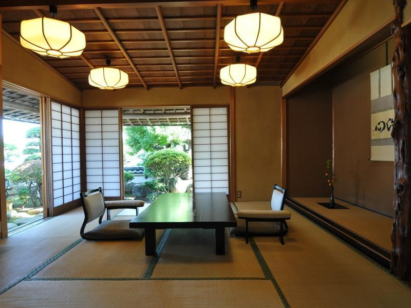 数寄屋造り離れ客室 (Detached Japanese-style Suite)