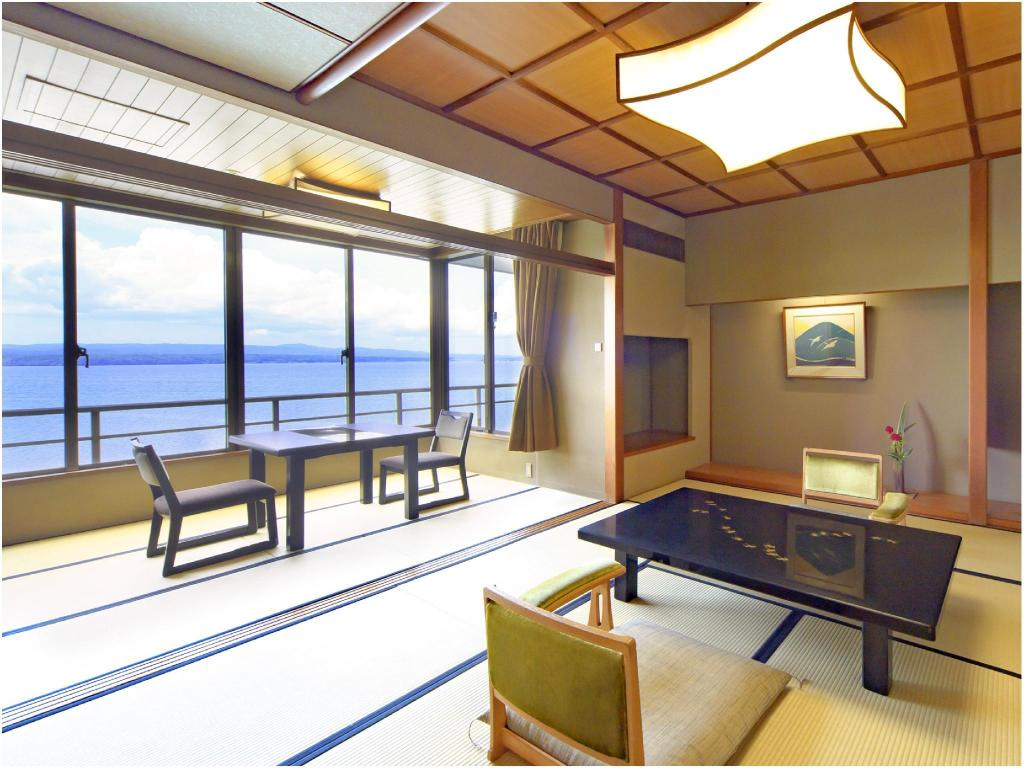 Standard Japanese-style Room (Noto Kyakuden Wing) *Ocean side view - ห้องพัก