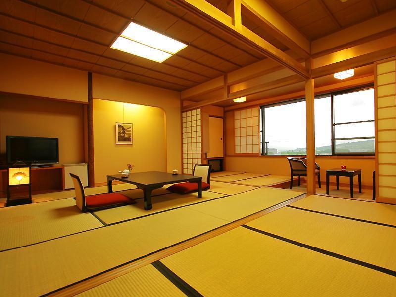 和室12畳 (South Wing Japanese Style Room)