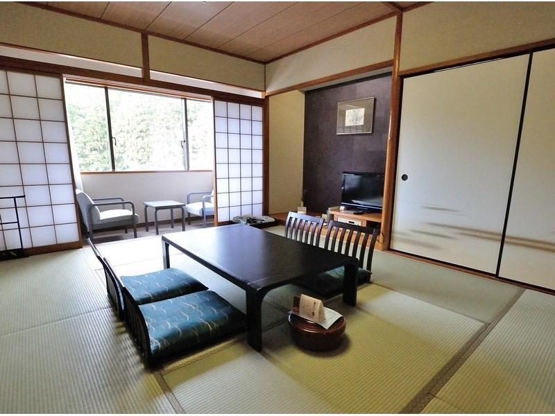 다다미 객실 또는 다다미 침대 객실(본관) (Japanese-style Room or Japanese/Western-style Room (Main Building))