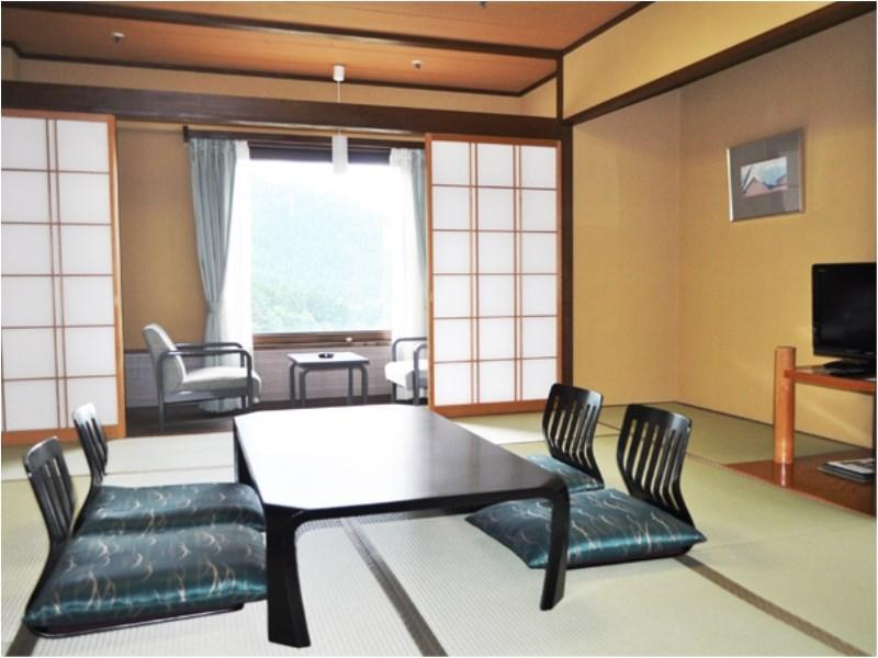 다다미 침대 객실(본관 또는 별관) (Japanese/Western-style Room (Main Building or Annex))