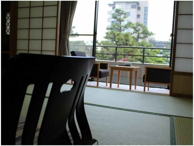 和室|10畳+踏込2畳 (Japanese-style Room (Kangetsu-tei Wing) *Non-smoking from Apr. 1, 2020)