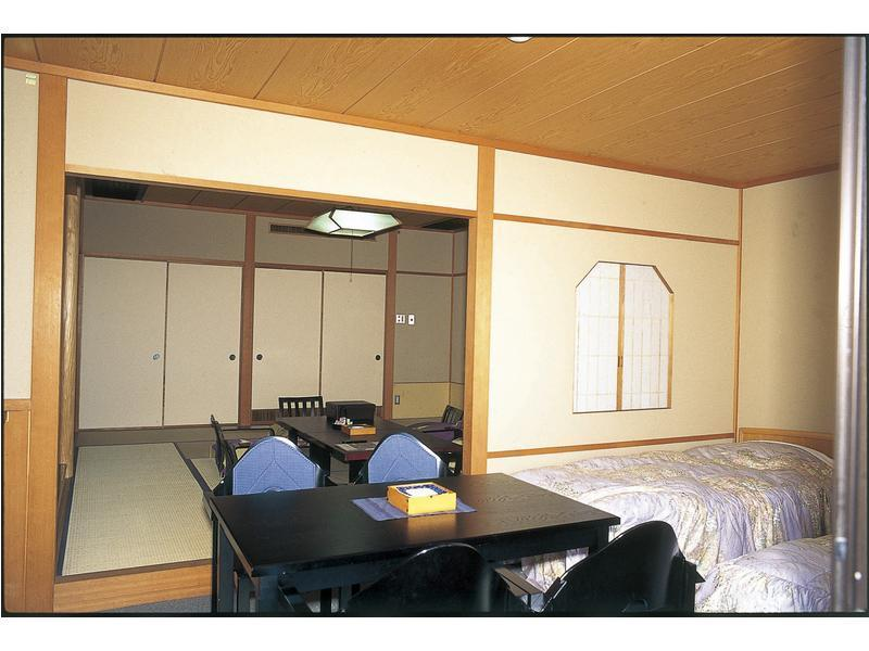西館 和洋式房(2張床) (Japanese/Western-style Room (2 Beds, West Wing))