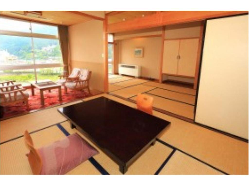 Japanese-style Room (Top Floor) - Guestroom