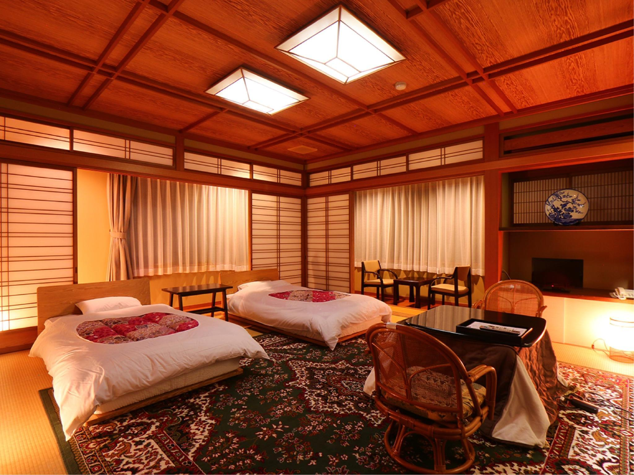 和ベッド12.5畳+広縁(1~2名)|12.5畳 (Room with Japanese-style Bed(s) + Hiroen Space)