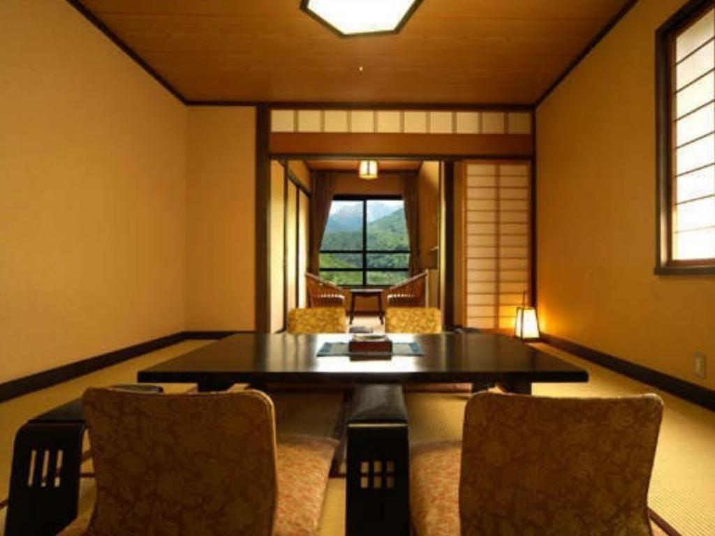 Japanese-style Room (East Wing) - Guestroom