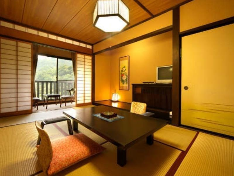 【東館】和室 9畳~10畳+広縁 (Japanese-style Room (East Wing))