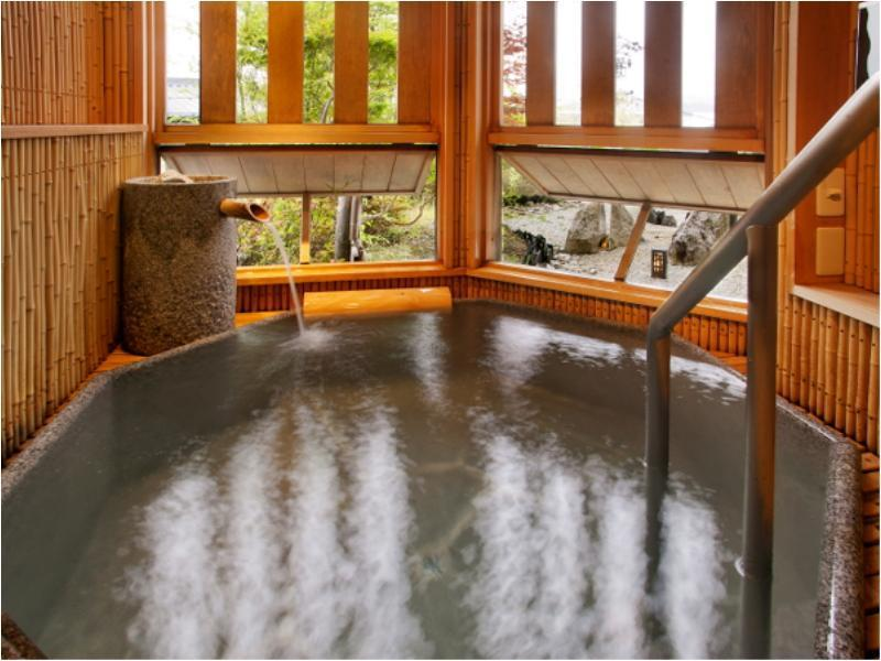 日式房-带半开放式浴室 (Japanese Style Room with Semi Open-Air Bath)
