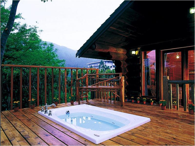 Cottage with Open Jacuzzi (Log Type)