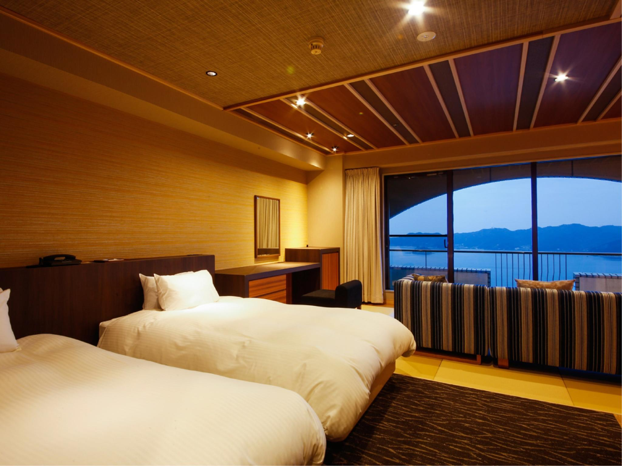 和洋式房 (Japanese/Western-style Room (2 Beds, Upper Floors, Main Building))