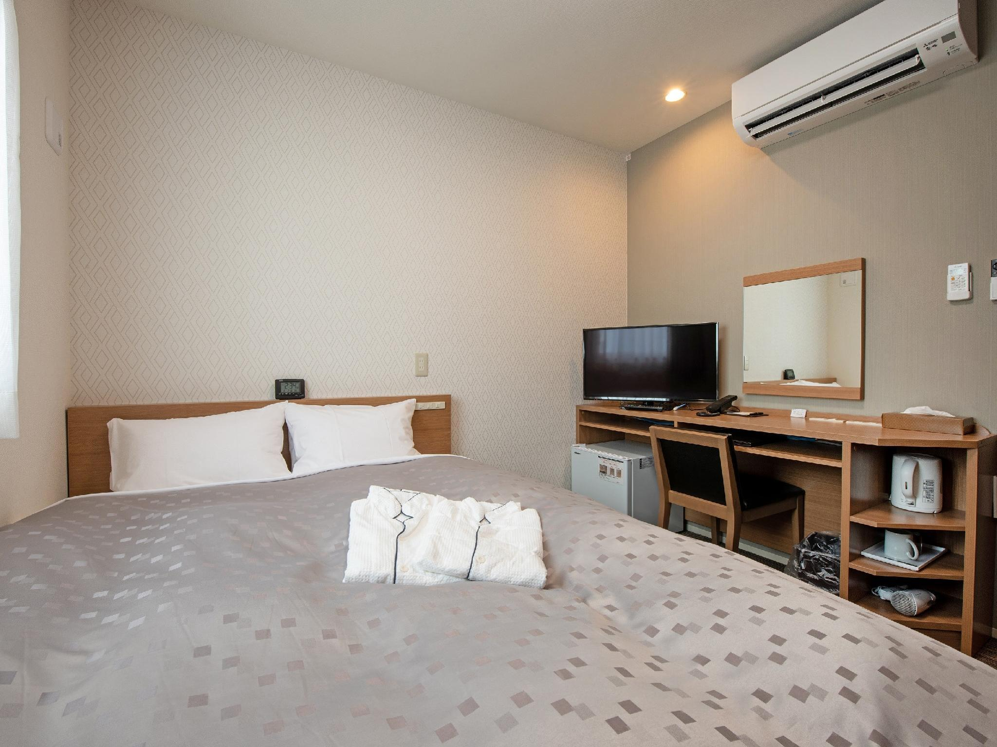 Corner Semi-double Room (Corner Semi-Double Room)