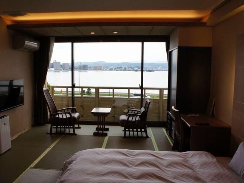Modern Japanese-style Room with Open-air Hot Spring Bath