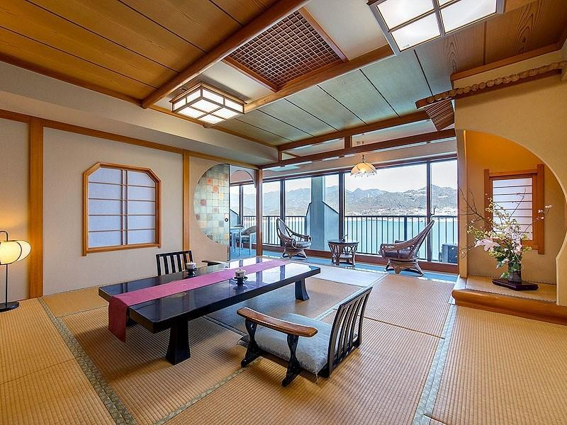 Japanese/Western-style Suite (Takimitei Wing)