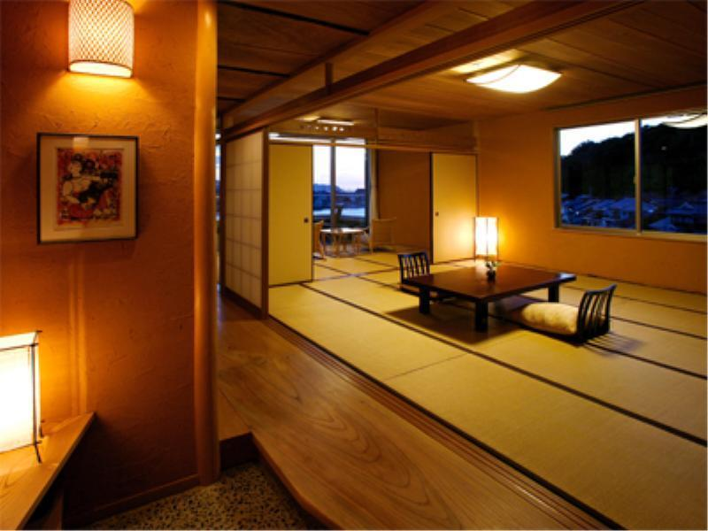 Wide Japanese-style Room with Open-air Bath (River View)