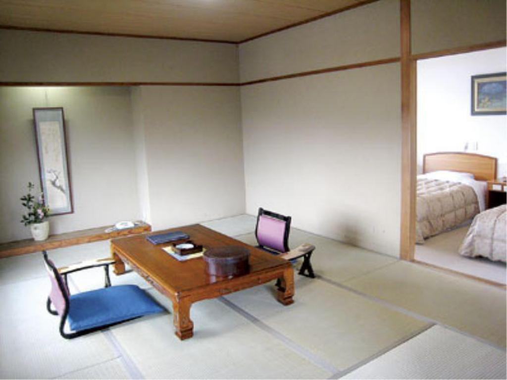 Special Japanese/Western-style Room with Massage Chair (2 Beds) - Guestroom Ikoitei Kikuman