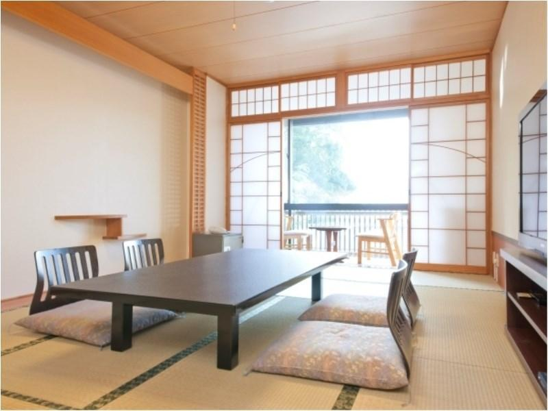 和式房(12帖,海側) (Ocean Side Japanese Room (19.8 square meters) with Bath)