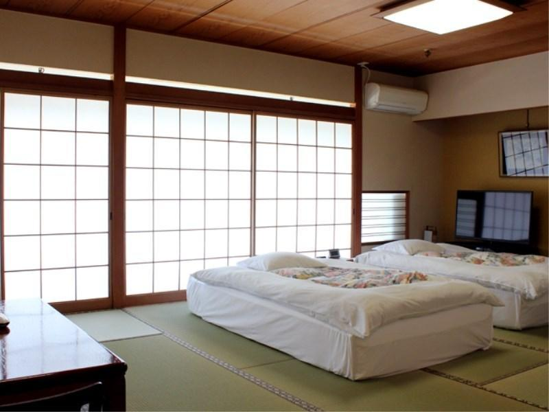 Japanese-style Room (2 Low Beds)
