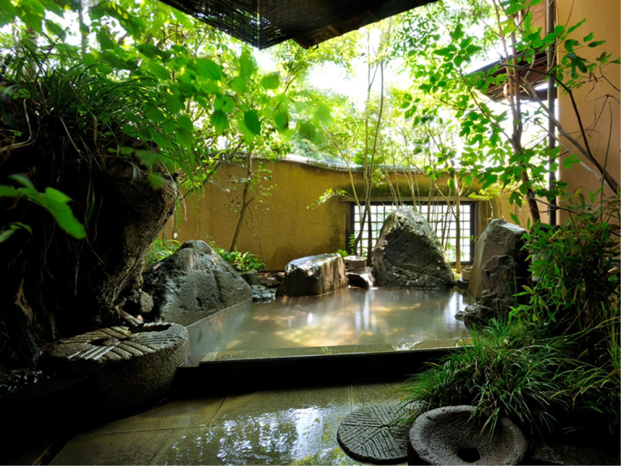Japanese/Western-style Room with Open-air Stone Bath (Tsukushi Type)