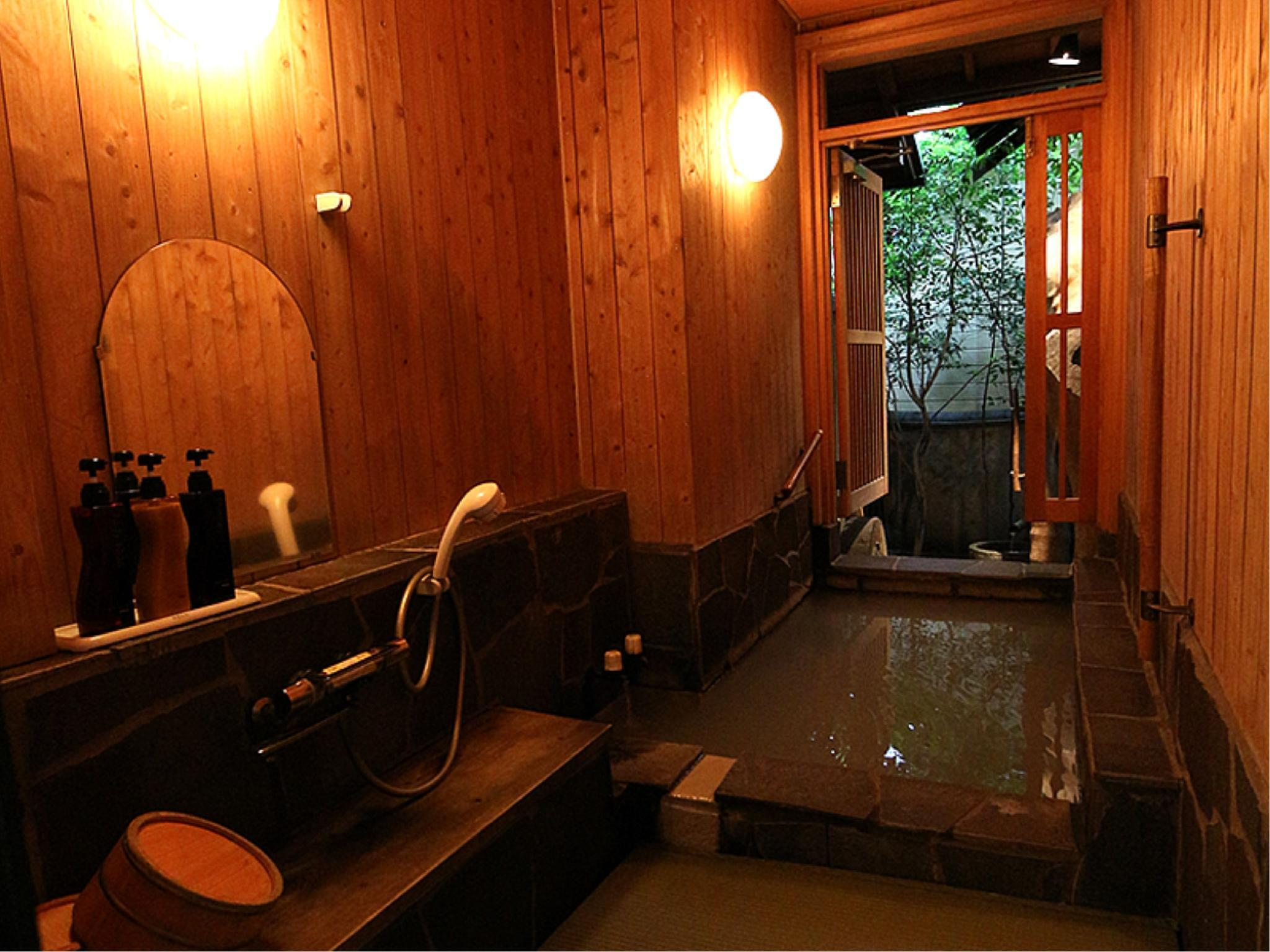 Japanese/Western-style Room with Open-air Zelkova Bath (Tade Type)