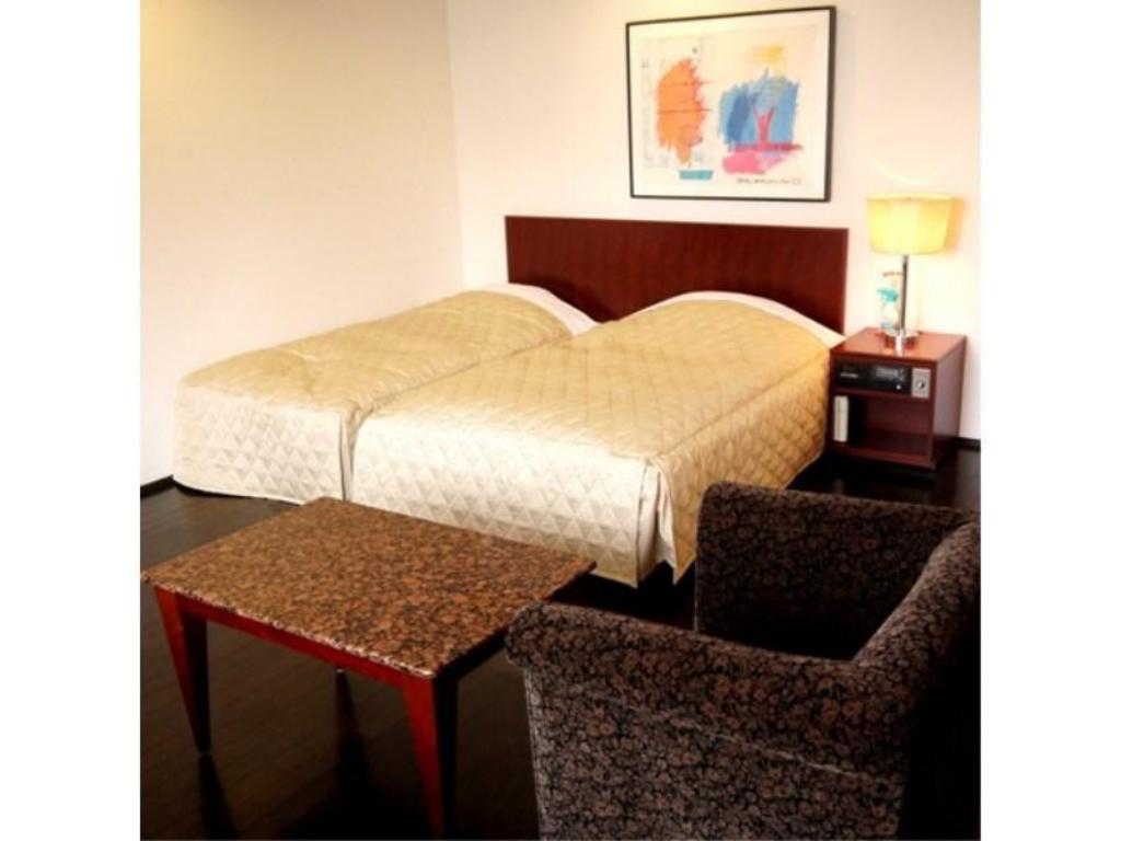 Moderate Twin Room - Guestroom The Residential Suites Fukuoka