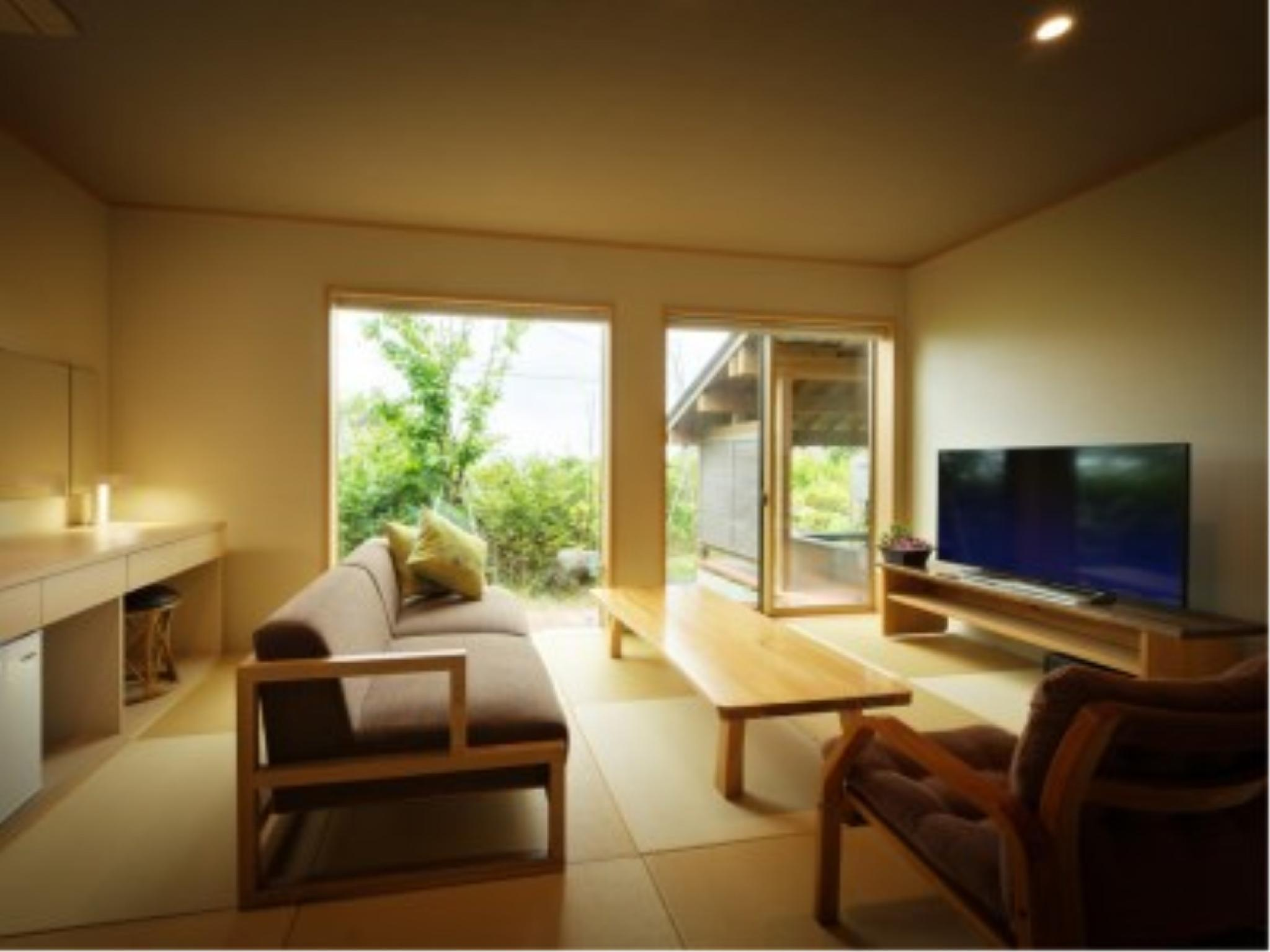 Modern Japanese/Western-style Room with Open-air Bath (Saburo-no-Iori Type, Annex Wing)