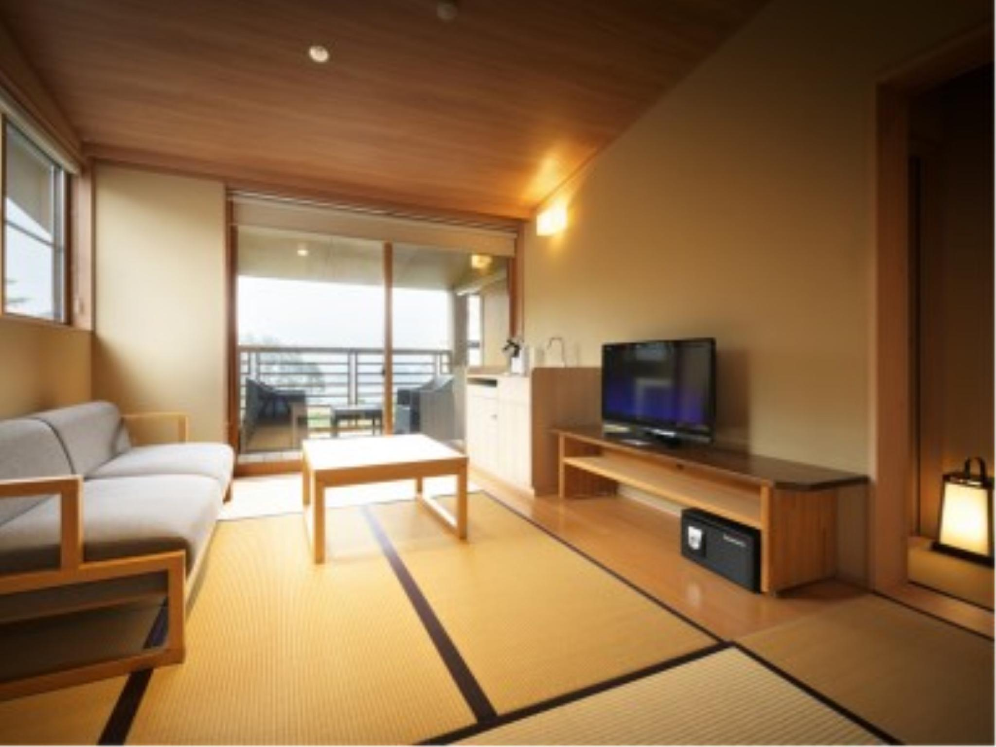 Modern Japanese-style Room with Open-air Bath (Taro-no-Iori Type, Main Building)