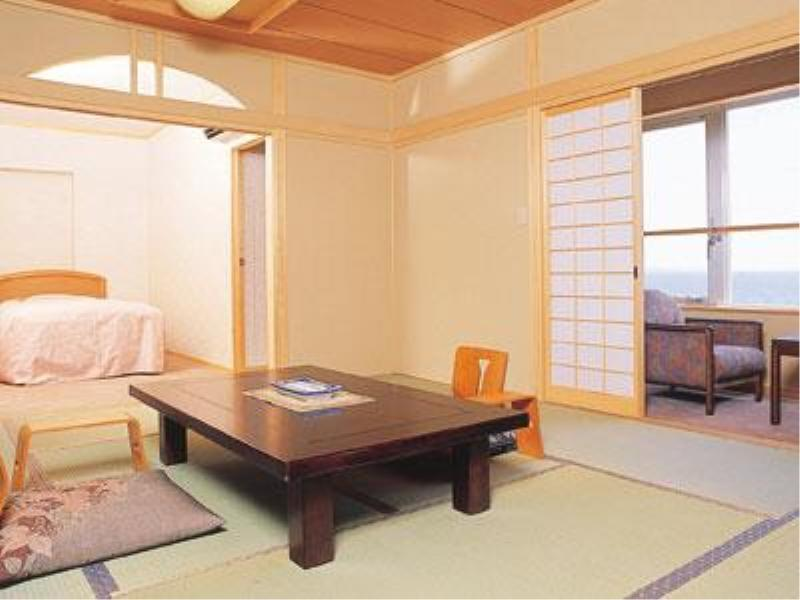 和洋式房+温泉露天风吕 (Japanese/Western-style Room with Open-air Hot Spring Bath)