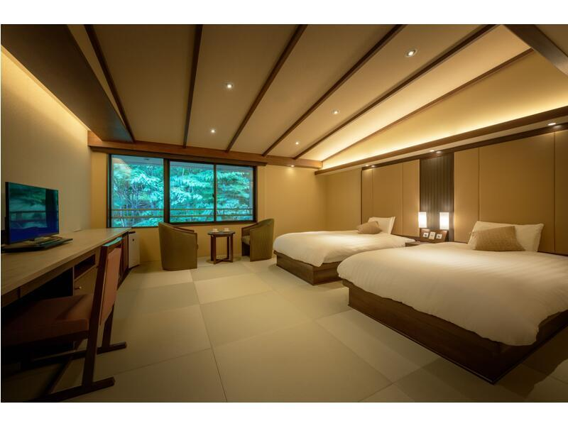 Deluxe Twin Room (Central Wing)