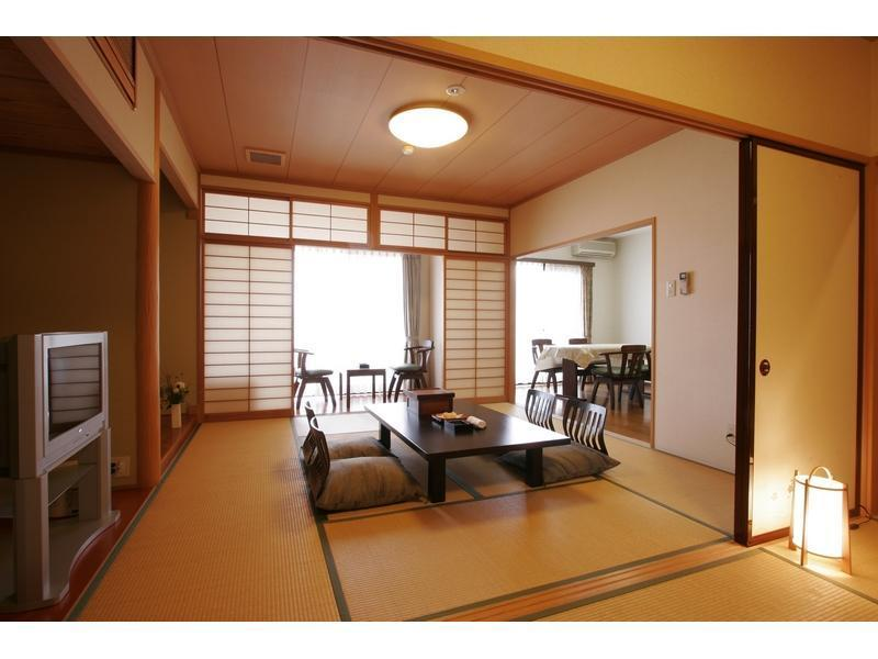 東館 和式房+飯廳+廚房 (Japanese-style Room with Dining Room & Kitchen (East Wing))