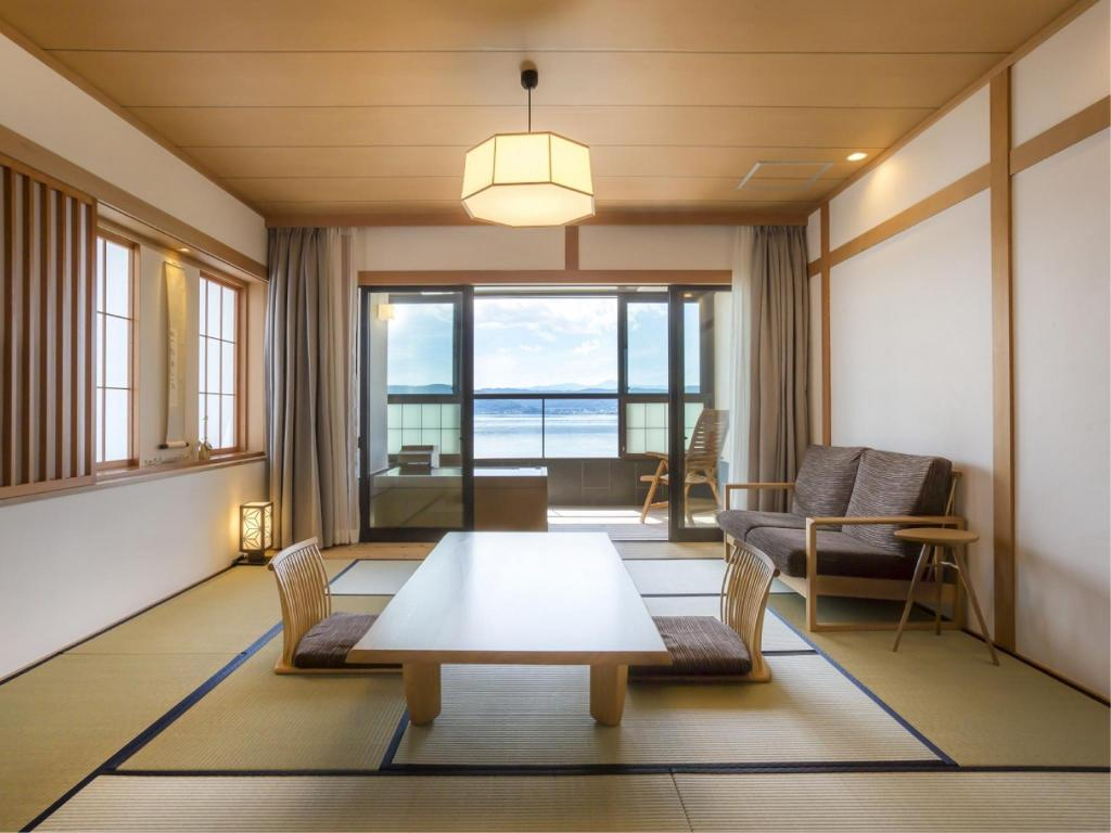 Wide Japanese/Western-style Room with Open-air Hot Spring Bath (Kakitsubata Type, No. 501) - Guestroom