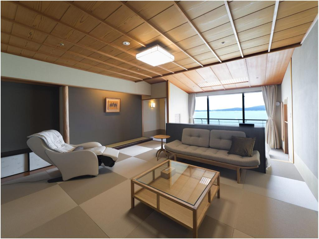 Japanese-style Room (Twin Beds) *Ocean side view - Guestroom Kagaya Bettei Matsunomidori