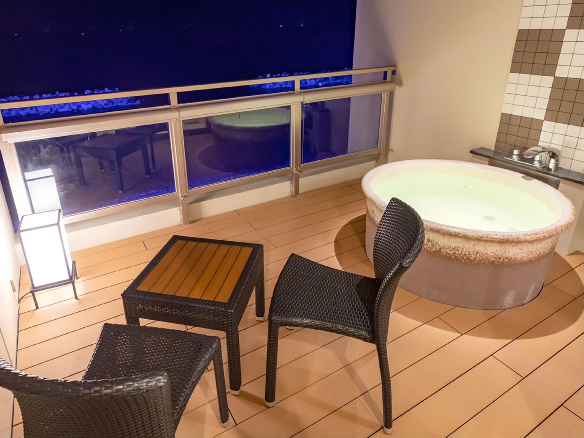 디럭스 다다미 침대 객실(노천온천탕) (Deluxe Japanese/Western-style Room with Open-air Hot Spring Bath)