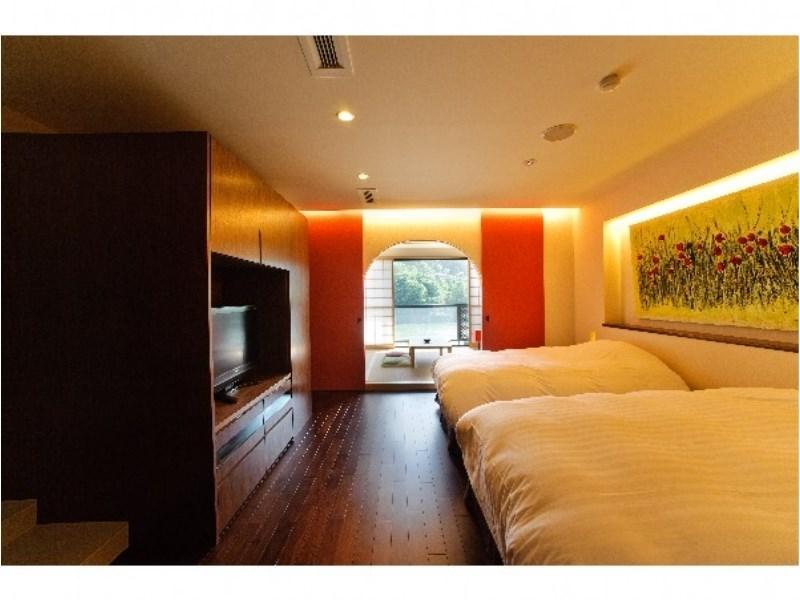 디럭스 트윈룸(본관/발코니) (Deluxe Twin Room with Balcony (Main Building))