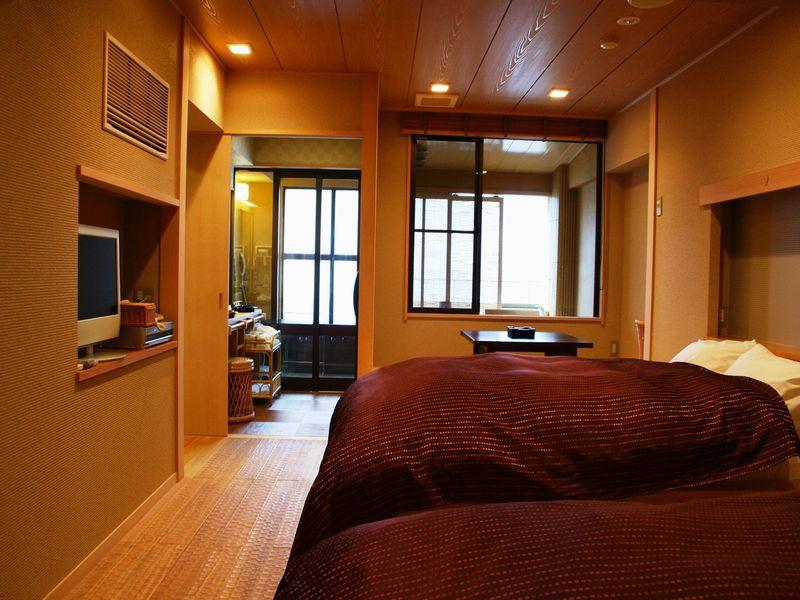Japanese/Western-style Suite with Open-air Bath (2 Beds)