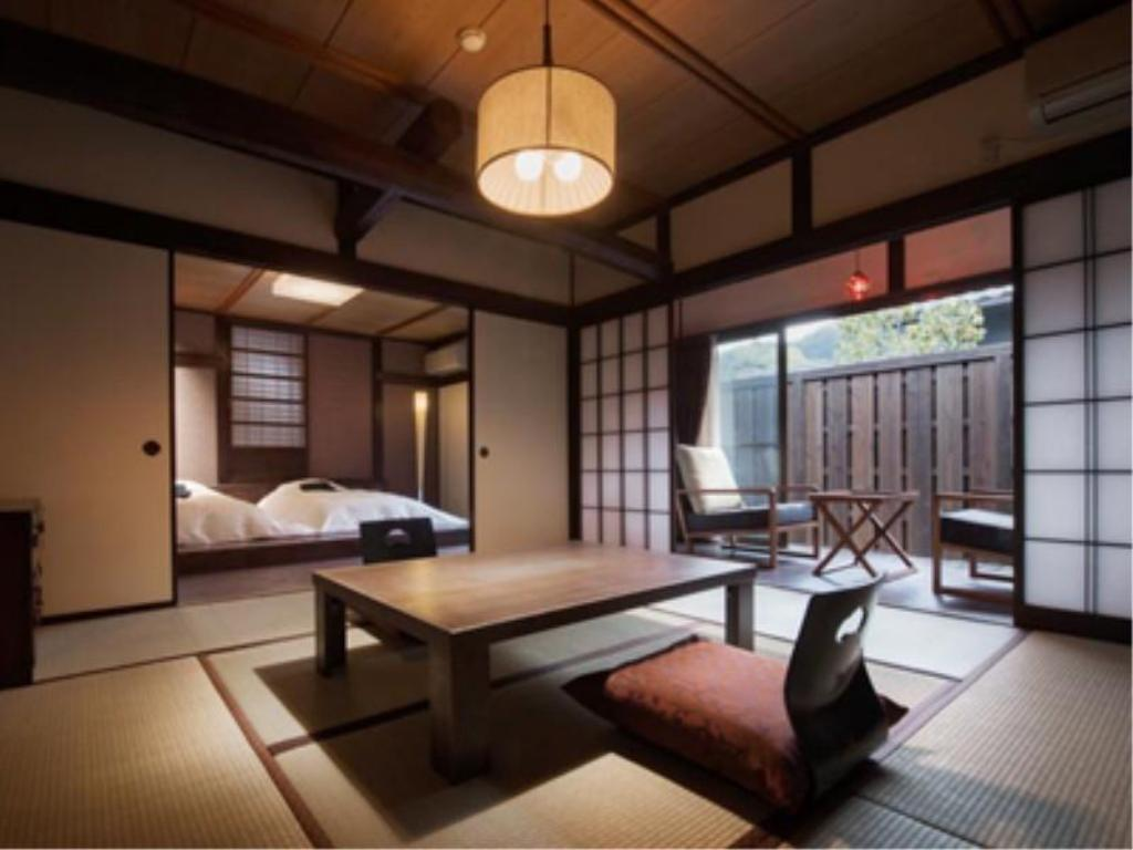 Detached Japanese/Western-style Room with Open-air Bath & Garden (I-to Wing) - Guestroom Kurotake