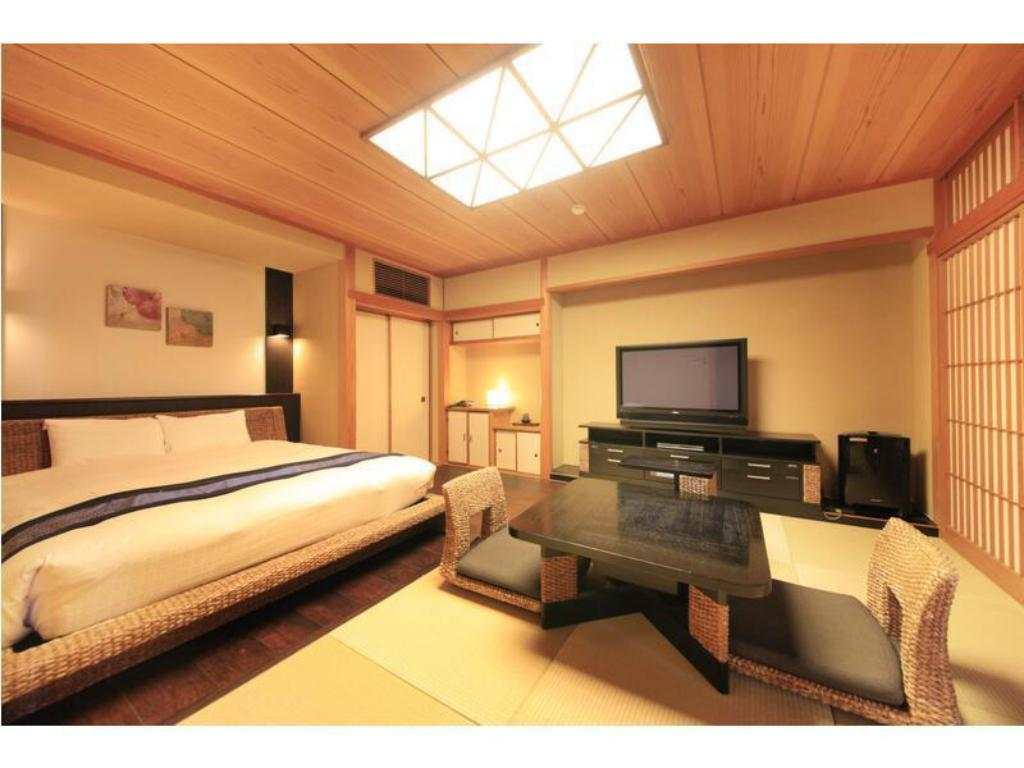 Japanese/Western-style Room with Open-air Bath (Japanese-style Room + Double Bed) - Guestroom