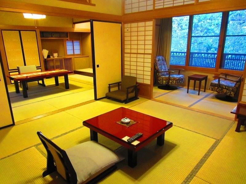 特室・露天付|10畳+次の間8畳 (Special Japanese-style Room with Open-air Bath)