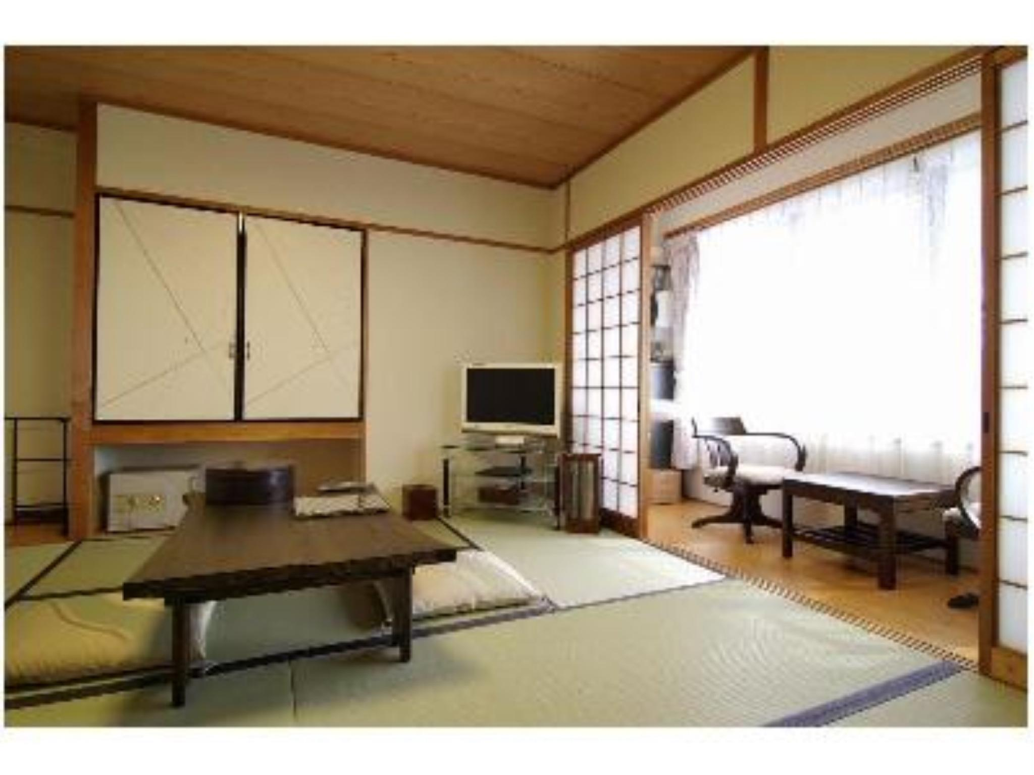 Japanese-style Room (Suzaku Type) *Has toilet, no bath in room