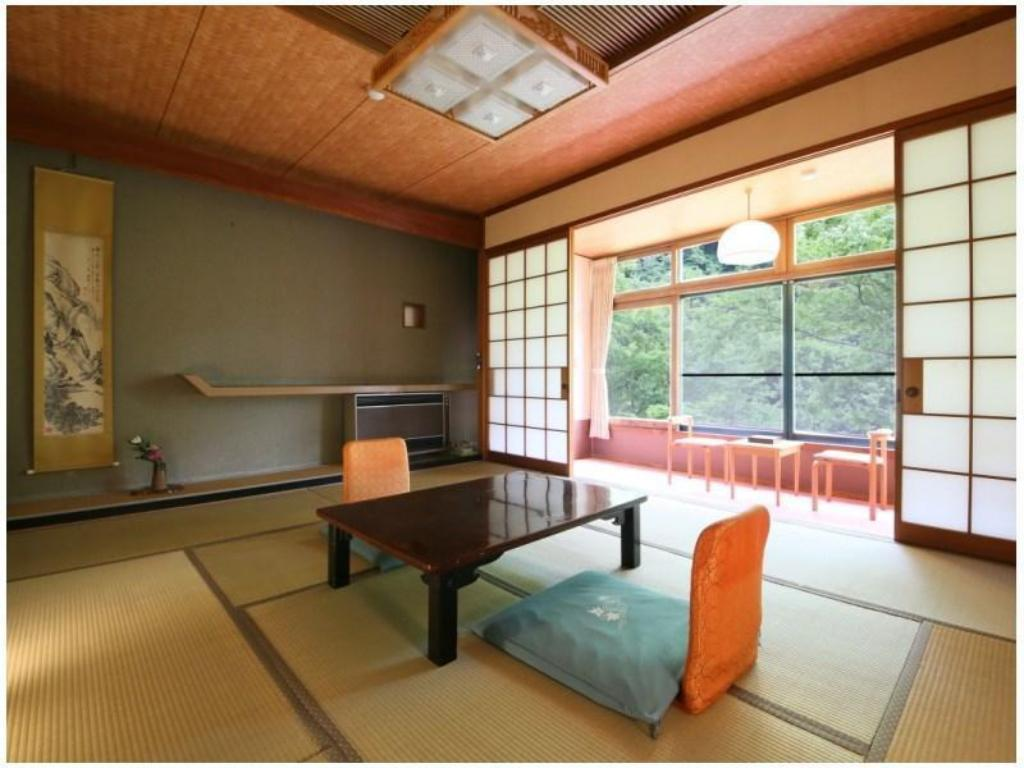 Japanese-style Room (Ontamaso Wing) - Guestroom Fukeikan
