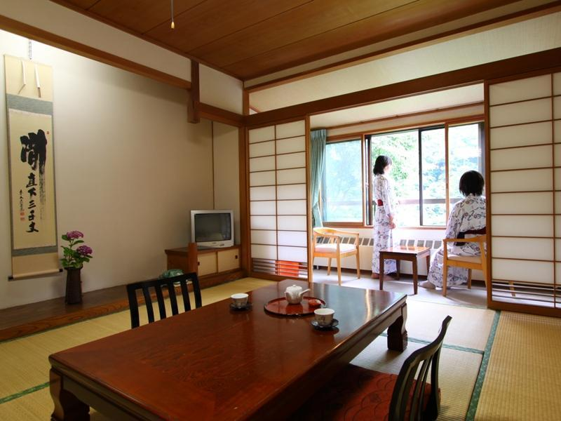 【本館・和室10畳 広縁付】眺望訳あり・2階【禁煙】 (Japanese-style Room with Hiroen Space (Main Building) *Imperfect view)