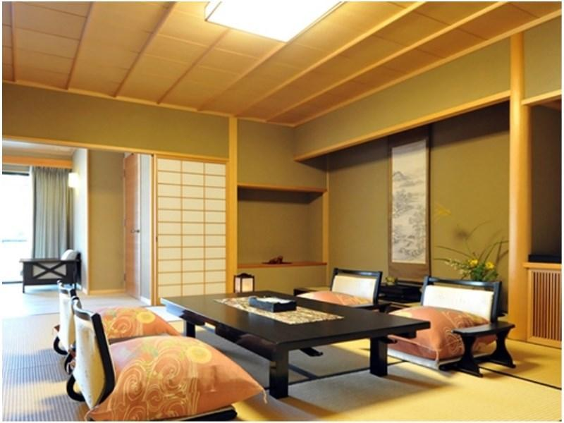 Japanese/Western-style Room with Scenic Open-air Bath