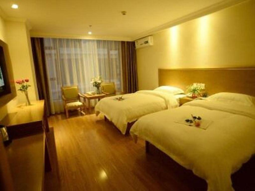Deluxe Twin Room - Domestic Resident Only - Guestroom GreenTree Inn Yunnan Lijiang Qixing Street Express Hotel