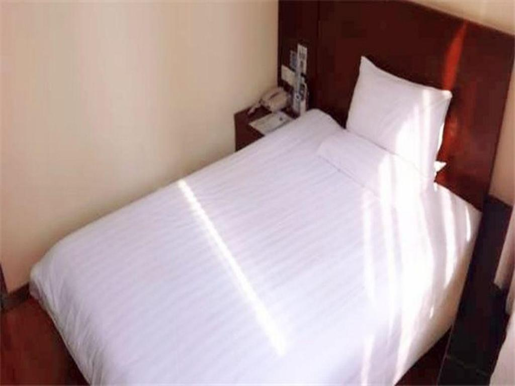 Queen Room - Chinese Residents Only - Guestroom Hanting Hotel Shanghai East China Normal University Branch