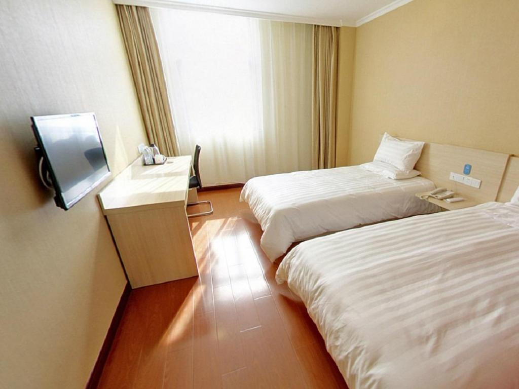 Twin Room - Guestroom Hanting Hotel Shanghai Pudong International Airport Haibin Road Branch