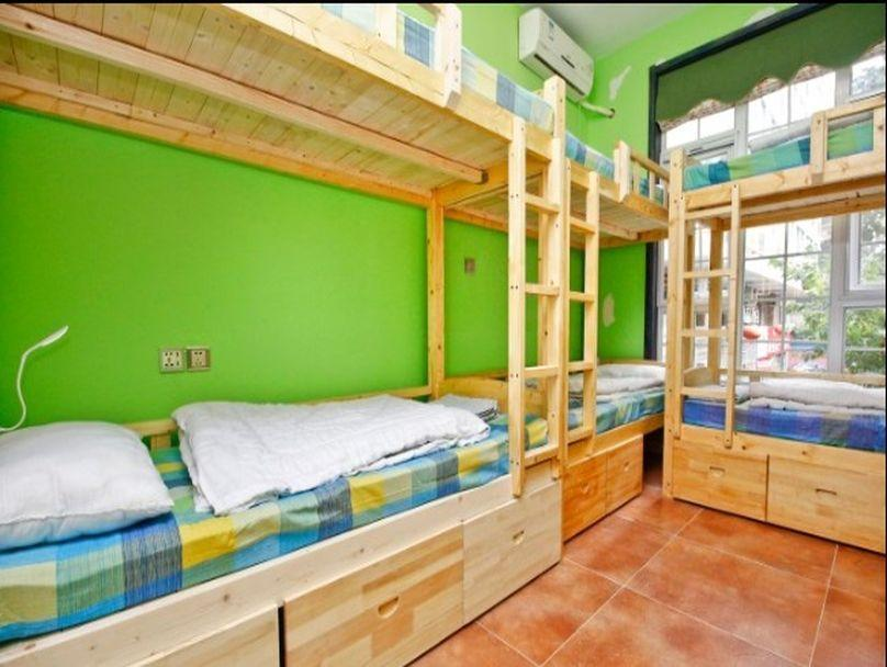 One Bed in Male Dormitory (8 Adults)