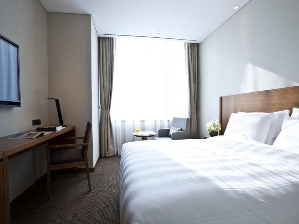 Standard Double - Bed Lotte City Hotel Myeongdong