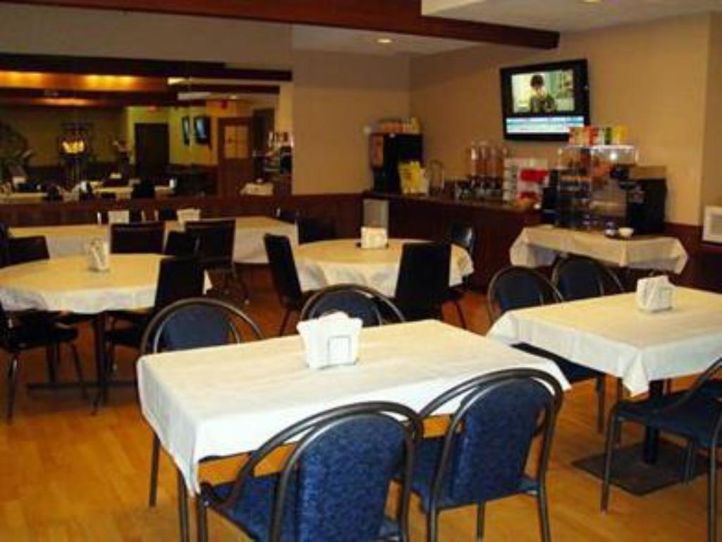 Coffee shop Econo Lodge Inn and Suites