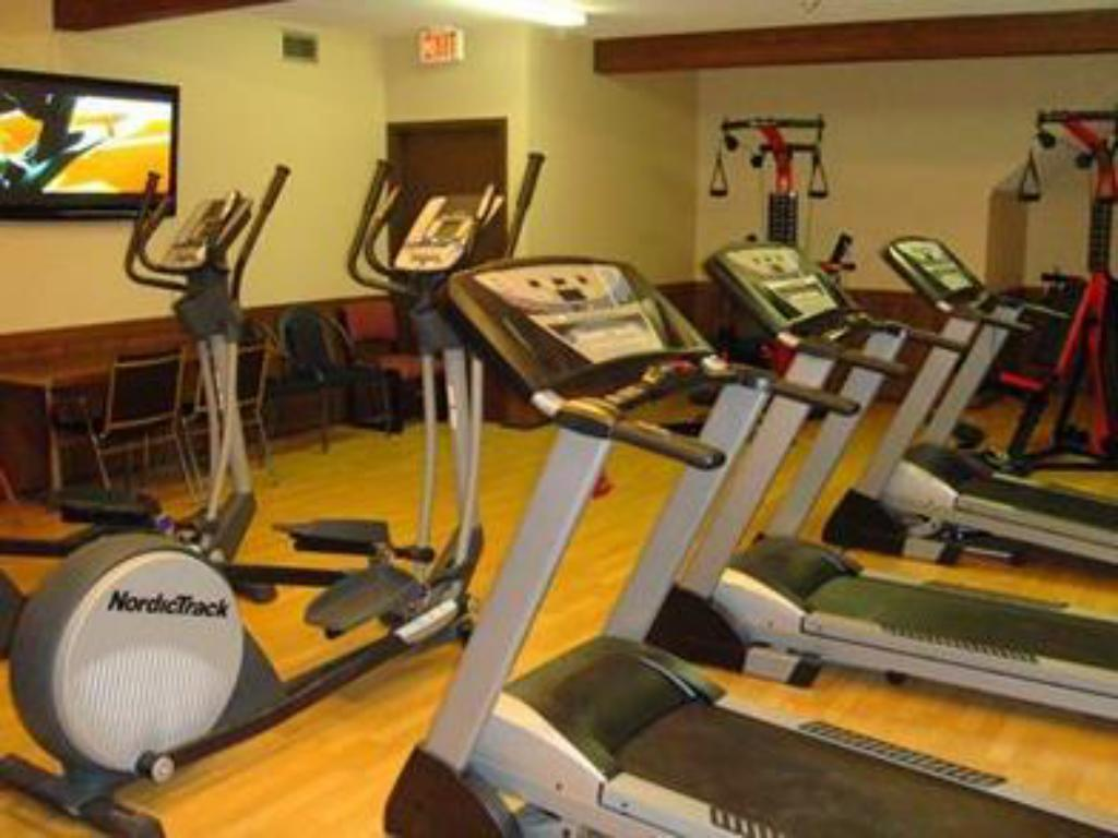 Fitness center Econo Lodge Inn and Suites