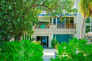 Seven Corals Guest House at Maafushi