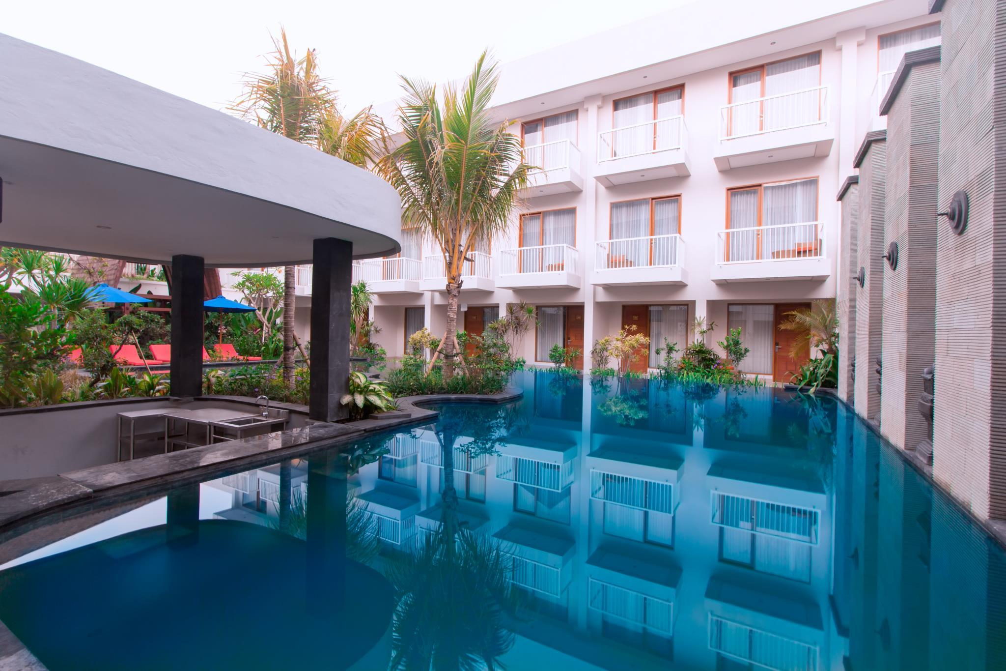 Kamar Deluxe Double atau Twin dengan Akses Kolam Renang (Deluxe Double or Twin Room with Pool Access)